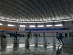 persita-tangerang-alihkan-latihan-sore-ke-lapangan-futsal-di-gedung-indoor.jpg