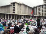 peserta-aksi-112-salat-zuhur-di-masjid-istiqlal-4_20170211_161237.jpg