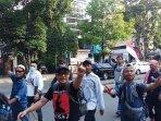 peserta-aksi-unjuk-rasa-dari-luar-daerah-terus-berdatangan2.jpg