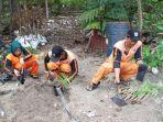 petugas-kelurahan-pulau-tidung-kabupaten-kepulauan-seribu_pembibitan-pohon-kelor.jpg