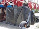 petugas-kpps-kota-depok-tengah-mempersiapkan-tenda081220201.jpg