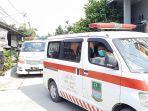 petugas-satgas-covid-19-mengevakuasi-tujuh-wargaperumahan-villa-mutiara-gading-1.jpg