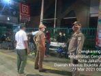 petugas-satpol-pp-jakarta-barat-tengah-bubarkan-dangdut-jalanan-di-cengkareng.jpg
