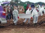 petugas-tpu-tegal-alur-melakukan-prosesi-pemakaman-jenazah-covid-19-senin-412021.jpg