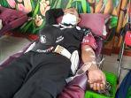 petugas-up-pkb-kedaung-kali-angke-mendonorkan-darah-kepada-pmi-dki-jakarta-pada-jumat-26221021.jpg