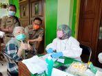 plt-wali-kota-jakarta-selatan-isnawa-adji-meninjau-pelaksanaan-vaksinasi-covid-19-khusus-lansia.jpg