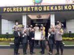 polres-metro-bekasi-kota-mendapatkan-penghargaan-dari-lemkapi.jpg