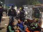 polres-metro-jakarta-utara-bubarkan-warga-berkrumun.jpg
