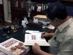 prabowo-subianto-tandatangani-bguku-paradoks-indonesia_20180901_144940.jpg