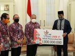 presiden-direktur-jne-m-feriadi-donasi-rp-1-miliar-untuk-pencegahan-covid-19_dki.jpg