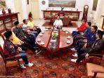 presiden-joko-widodo-saat-menerima-sembilan-orang-sekretaris-jenderal-partai-politik_20180801_130307.jpg