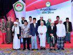 presiden-jokowi-bersama-para-ulama-di-halaqah-nasional-alim-ulama-se-indonesia_20170822_185017.jpg