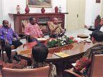 presiden-jokowi-memanggil-gubernur-papua_20180123_201847.jpg
