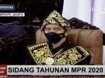 presiden-jokowi-pakai-baju-adat-suku-sabu.jpg
