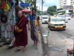 pria-myanmar-bersarung_20170925_125303.jpg