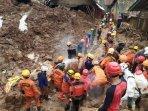 proses-evakuasi-korban-longsor-cimanggung160120212.jpg