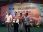 pt-pos-indonesia-luncurkan-prangko-edisi-khusus-asian-games-2018-2_20180215_120359.jpg