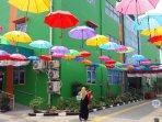 puluhan-payung-warna-warni-menggantung-di-puskesmas-ciracas16.jpg