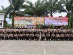 puluhan-personel-polresta-tangerang-usai-melaksanakan-upacara-korps-rapor-kenaikan-pangkat.jpg