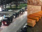 puluhan-truk-militer-mengangkut-ratusan-peti-mati.jpg