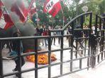 ratusan-elemen-mahasiswa-se-kota-tangerang-mengepung-gedung-pusat-pemerintahan-kota-tangerang.jpg