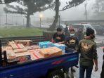 relawan-banjir-bandang-gunung-mas.jpg
