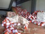 ribuan-paket-bantuan-sosial-bansos-sembako-tertumpuk-di-area-posko-covid-19.jpg