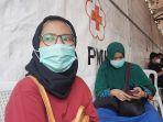 risma-seorang-pendonor-darah-tengah-menunggu-antrean-di-kantor-pmi-dki-jakarta.jpg