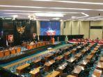 ruang-rapat-gedung-dewan-perwakilan-rakyat-daerah-dprd-dki-jakarta-1.jpg