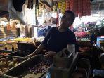 salma-pedagang-sayur-di-pasar-tradisional-rawa-lele.jpg