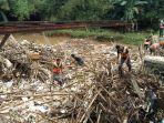 sampah-bambu-di-bendung-koja.jpg