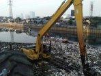 sampah-menumpuk-di-kanal-banjir-barat091.jpg