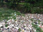 sampah-menumpuk-di-saluran-air.jpg