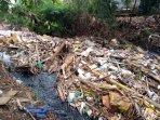 sampah-pascabanjir-menumpuk-di-kali-jambe-perum-vila-makmur-dua-tambun151.jpg