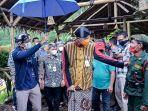 sandiaga-uno-bersama-gubernur-jawa-tengah-ganjar-pranowo-mengunjungi-desa-wisata-lerep.jpg