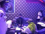 satpol-pp-menggerebek-karaoke-reff-di-komplek-golden-fatmawati-1.jpg