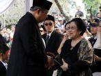 sby-salami-megawati-saat-pemakaman-ani-yudhoyono.jpg