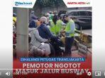 sebuah-video-pengendara-motor-ngotot-terobos-jalur-transjakarta-viral-di-media-sosial.jpg