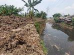 sedimentasi-sungai-cijambe-yang-telah-diangkat.jpg