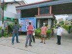 sejumlah-warga-rt-07-rw-04-kelurahan-gondrong200920201.jpg