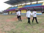 sekretaris-daerah-kabupaten-tangerang-maesyal-rasyid-meninjau-stadion-sepak-bola-mini-ki-mauk.jpg