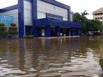 sempat-terendam-banjir-satpas-sim-polda-hitung-kerugian141.jpg