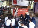siswa-sman-37-jakarta-tanam-mangrove1.jpg