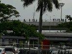skytrain-bandara-soetta-mogok-penumpang-tercecer-berjalan-kaki2.jpg