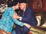soeharto-dan-istrinya-tien-soeharto.jpg