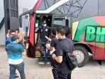 striker-bhayangkara-solo-fc-ezechiel-ndouassel-tiba-di-stadion-indomilk-arena.jpg