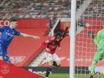 striker-manchester-united-edison-cavani-saat-menyetak-gol.jpg