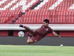 striker-persija-jakarta-bambang-pamungkas-berlatih-jelang-laga-kontra-bali-united.jpg