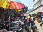 suasana-di-pasar-cibinong-kabupaten-bogor-di-tengah-psbb-jelang-lebaran.jpg