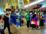 suasana-ramai-penumpang-di-bandara-soekarno-hatta301020202.jpg